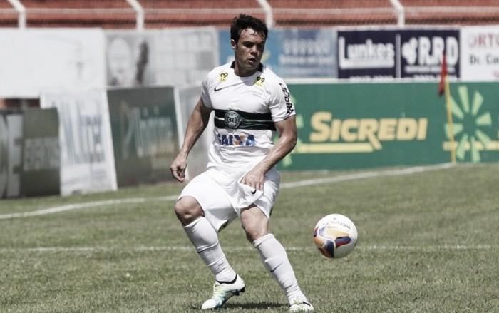 """Kleber lamenta falta de efetividade contra Botafogo: """" Não conseguimos fazer os gols"""""""