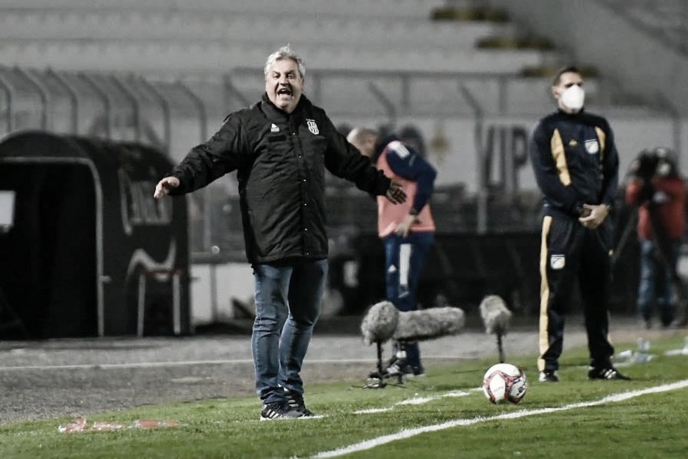 Após derrota para o Cruzeiro, Kleina lamenta situação da Ponte na Série B e antevê Dérbi Campineiro