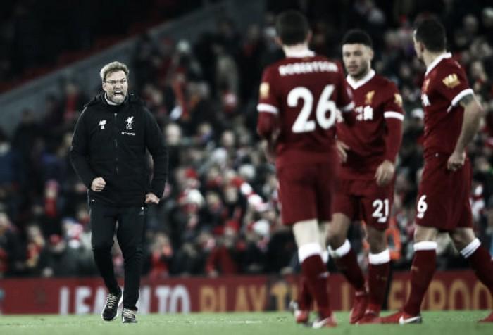 Klopp comemora reação da torcida do Liverpool após virada contra Leicester