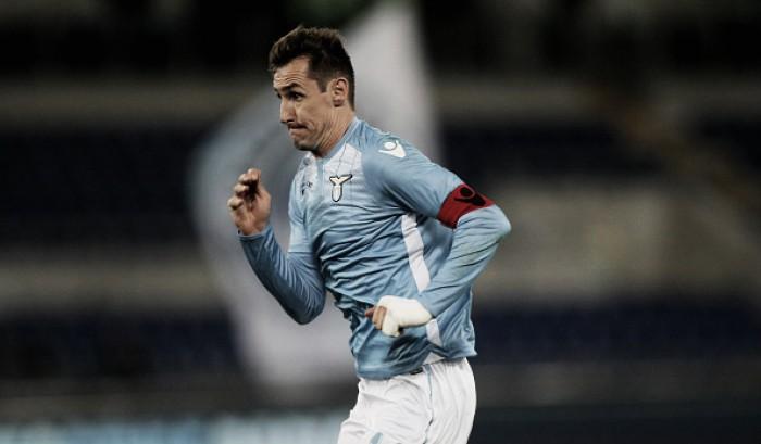 Jornal aponta Klose para substituir lesionado Milik no Napoli