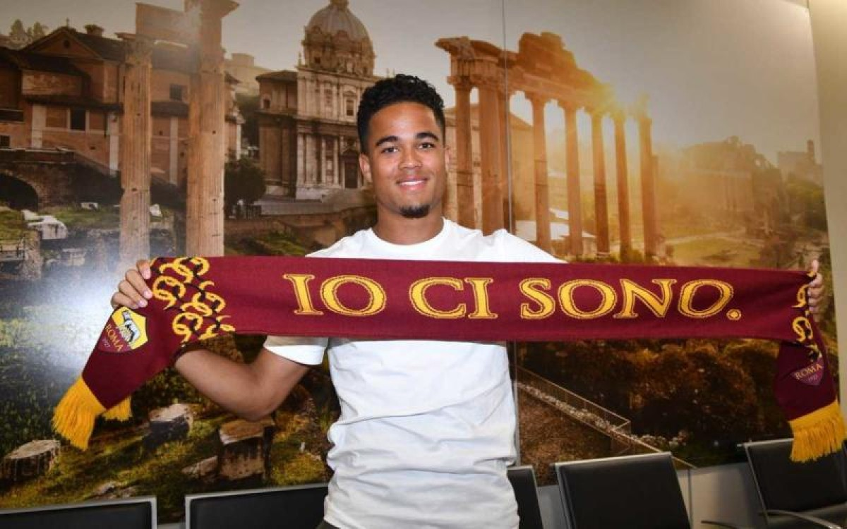Roma - Kluivert visite e firma