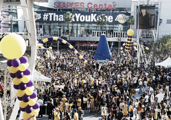 Los Angeles Lakers fans say goodbye to their hero