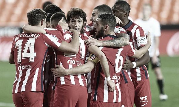 Koke alentando a sus compañeros en una piña posterior al gol en Mestalla. Foto: Web ATM
