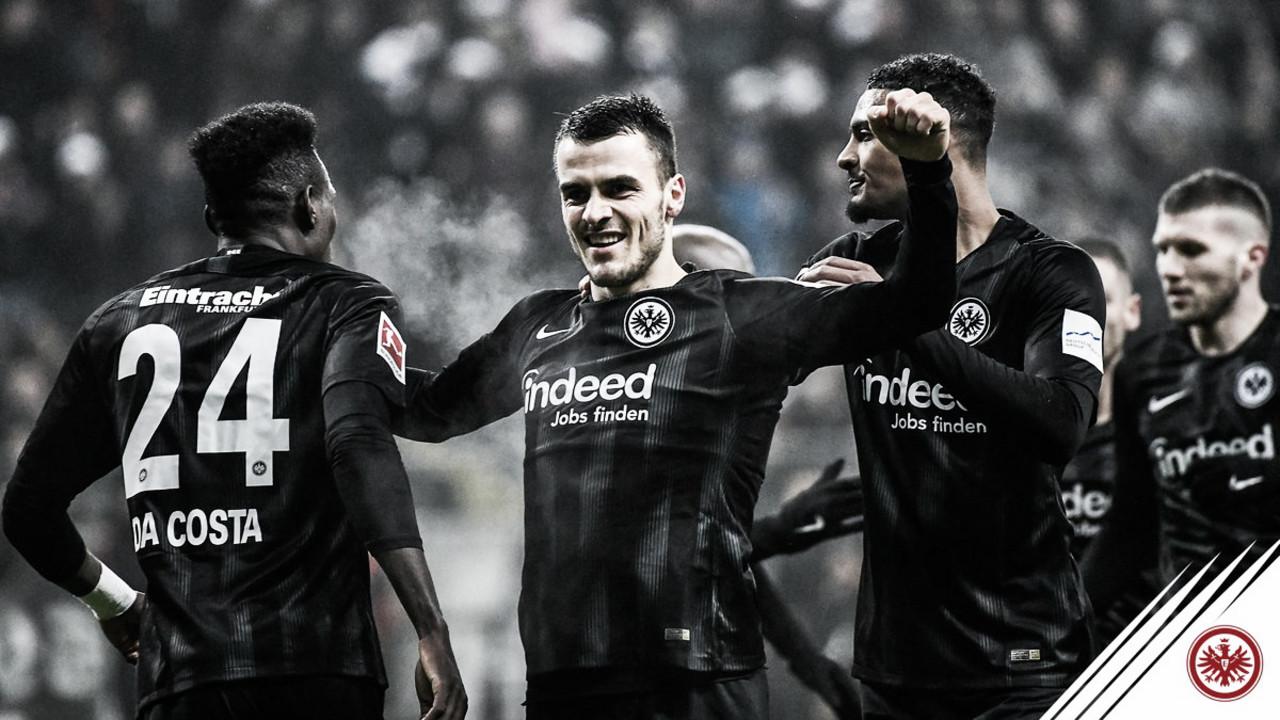 Eintracht Frankfurt supera Leverkusen e encosta no G-4 da Bundesliga