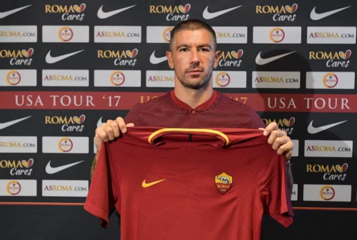 Roma, ufficiale l'arrivo di Kolarov
