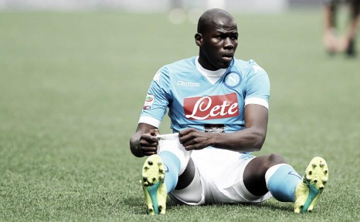 Cobiçado pelo Chelsea, zagueiro Koulibaly renova contrato com Napoli até 2021