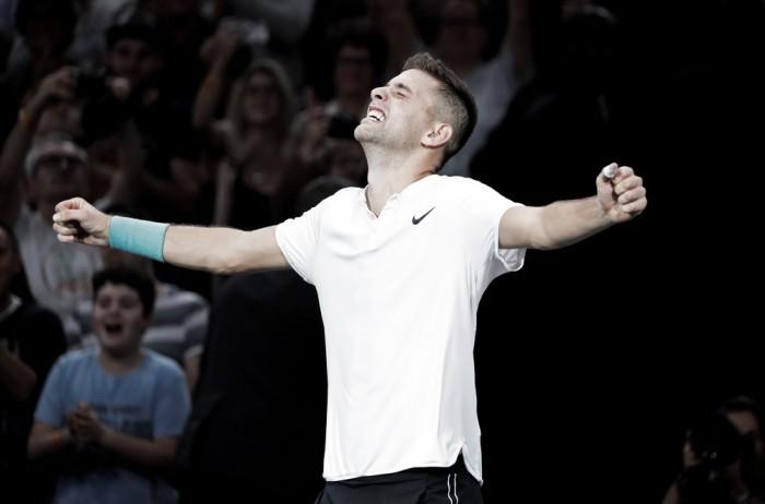 Masters 1000 de Paris: Krajinovic derrota Isner e desafia Sock na primeira final da carreira