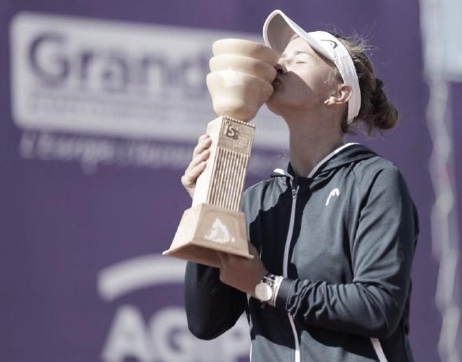 Krejcikova gana su primer título individual en Estrasburgo
