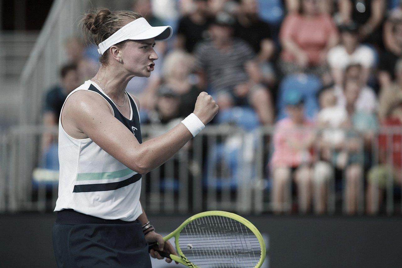 Krejcikova bate Bonaventure e avança para enfrentar parceira de duplas em Praga
