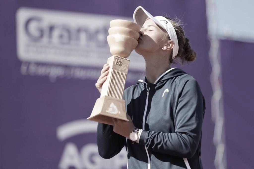 Krejcikova bate Cirstea em Strasbourg e conquista primeiro título de simples da carreira