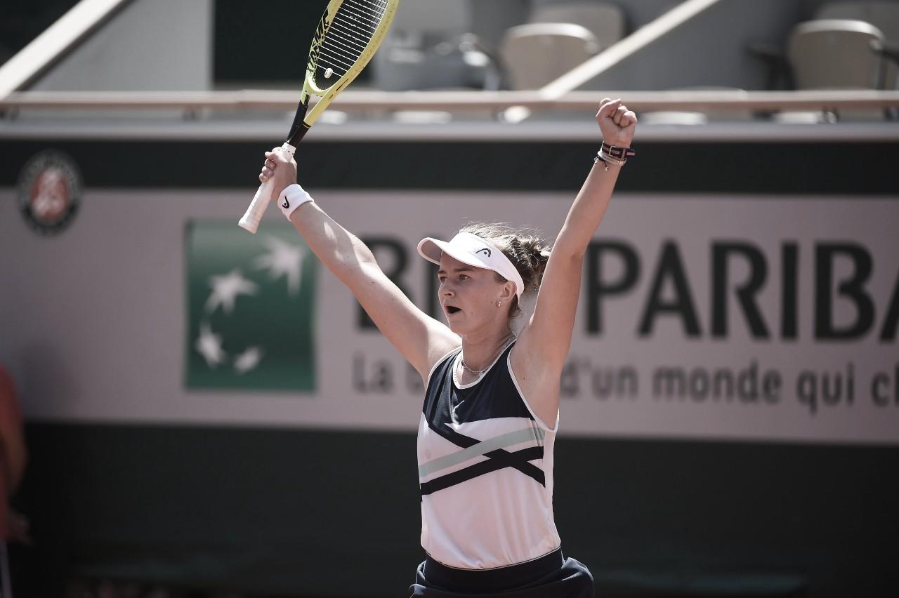 Krejcikova controla nervos e elimina Gauff em Roland Garros