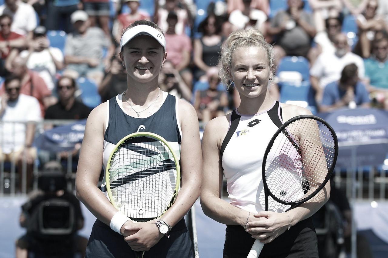 Krejcikova passa fácil por parceira Siniakova nas quartas de final em Praga