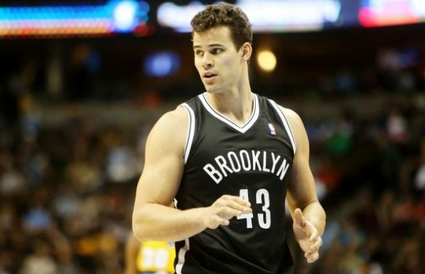 Kris Humphries Sidelined Three To Four Weeks With Finger Injury