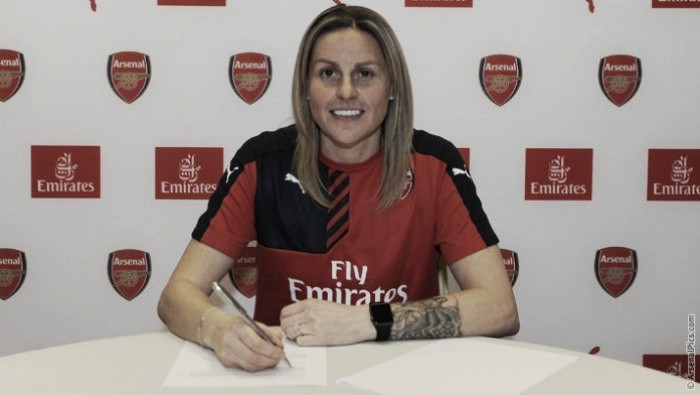 Eternal Kelly Smith renews contract with Arsenal Ladies