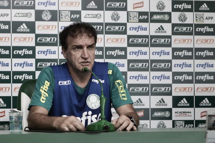 """Cuca nega favoritismo e alerta: """"Santos e Galo também podem chegar"""""""