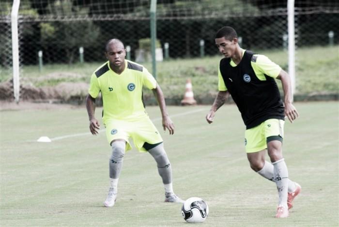 Zagueiro Anderson Salles destaca empenho do Goiás mesmo após derrota