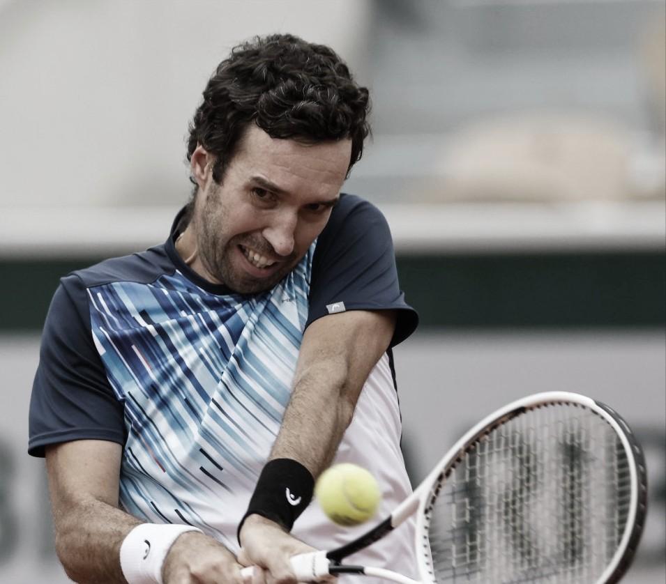 Kukushkindesbanca Fognini com direito a 'pneu' na primeira rodada em Roland Garros