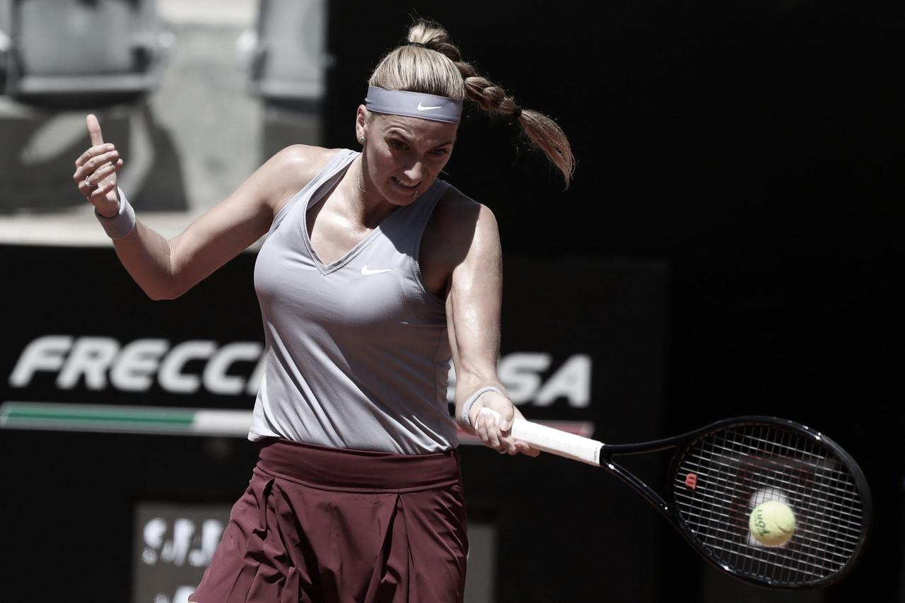 Kvitova leva susto, mas vence Linette em Roma; Swiatek conta com desistência
