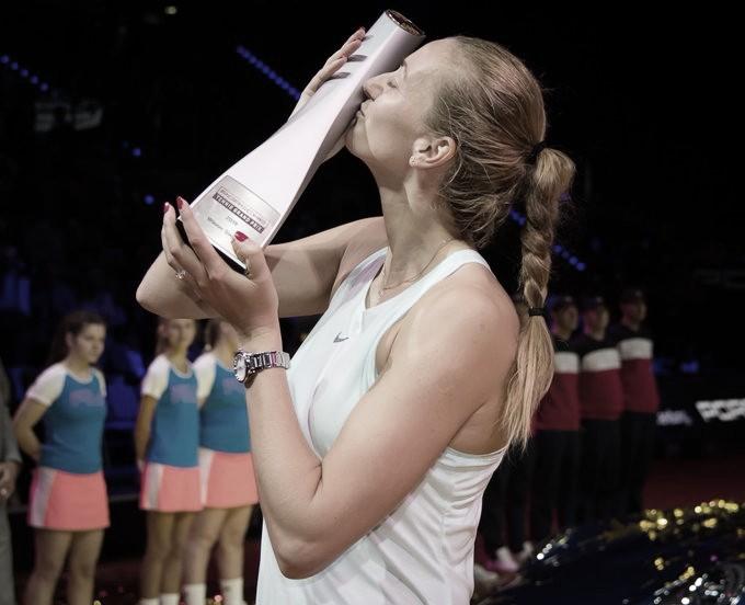 Kvitova derrota Kontaveit em dois sets apertados e é campeã do WTA de Stuttgart