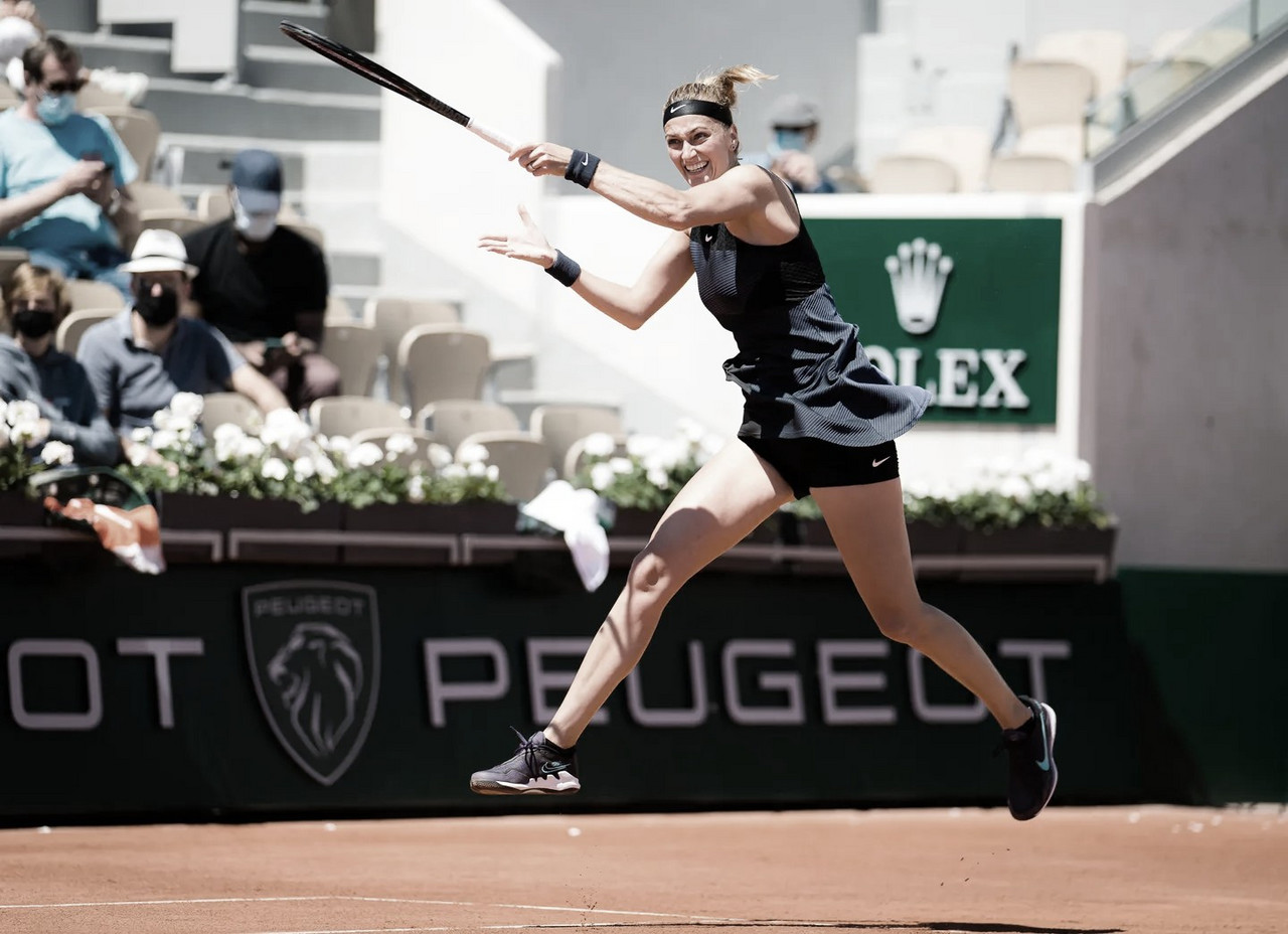 Kvitova salva match point e elimina Minnen em Roland Garros; Sabalenka também avança