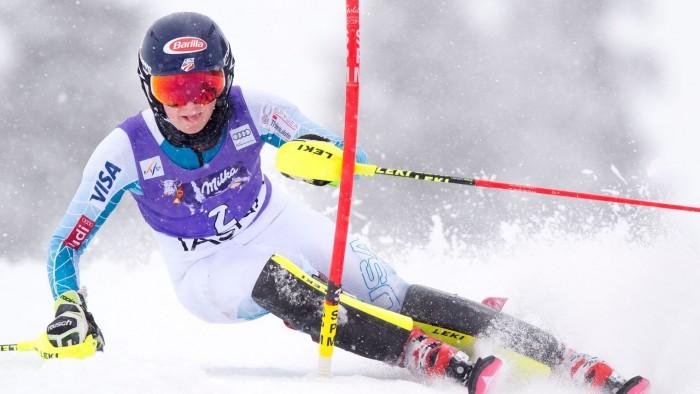Sci alpino, slalom di Val D'Isere dominato dalla Shiffrin, Velez-Zuzulova seconda