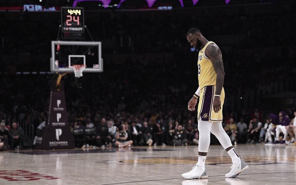 El 'Rey' sepulta a los Lakers tras errar dos tiros libres sobre la hora