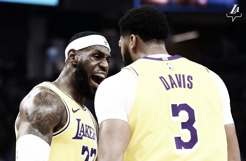 Anthony Davis estreia pelo Lakers com duplo-duplo em amistoso contra Golden State Warriors