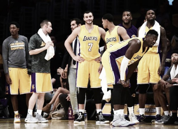 Los Angeles Lakers down the Houston Rockets, 120-114