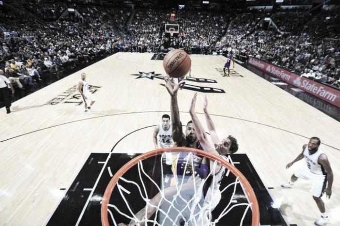 Los Spurs le dan una paliza a los Lakers