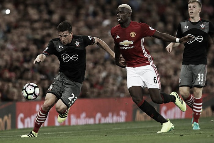 Por título da Copa da Liga Inglesa, United e Southampton se enfrentam em Wembley