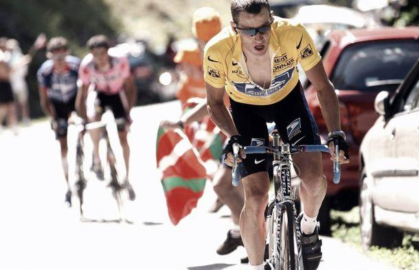 Armstrong torna sulle strade del Tour. Ed è subito polemica