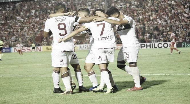 Lanús sufrió y ganó en Tucumán