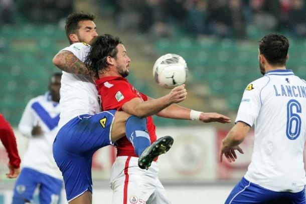Serie B - Il Livorno cade e si fa male, bene il Brescia, si ferma il Novara
