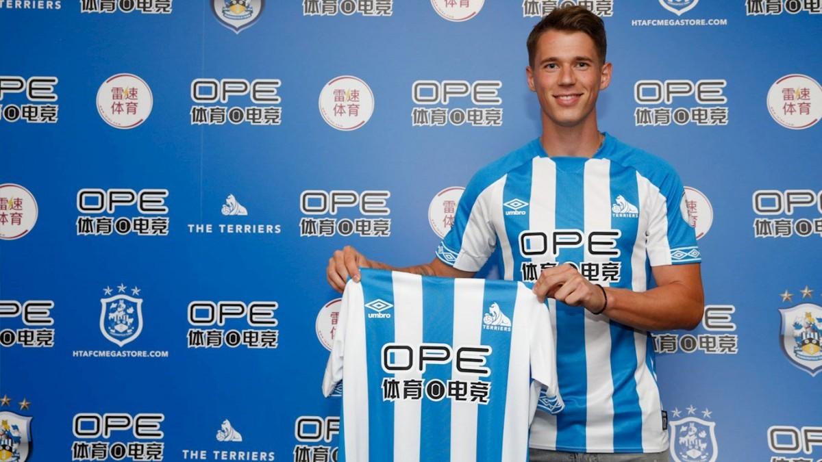Huddersfield Town sign Erik Durm from Borussia Dortmund