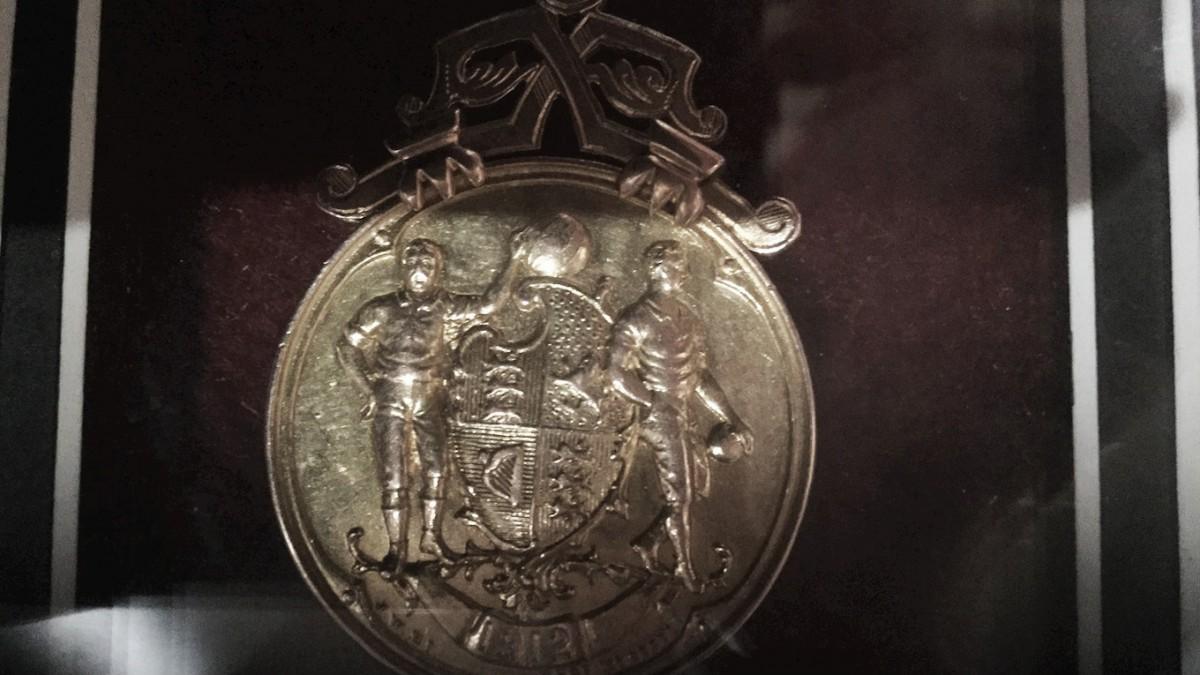 Campeão da Copa da Inglaterra em 1912, Barnsley busca medalha roubada