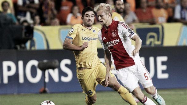 APOEL y Ajax empatan en su lucha por la supervivencia