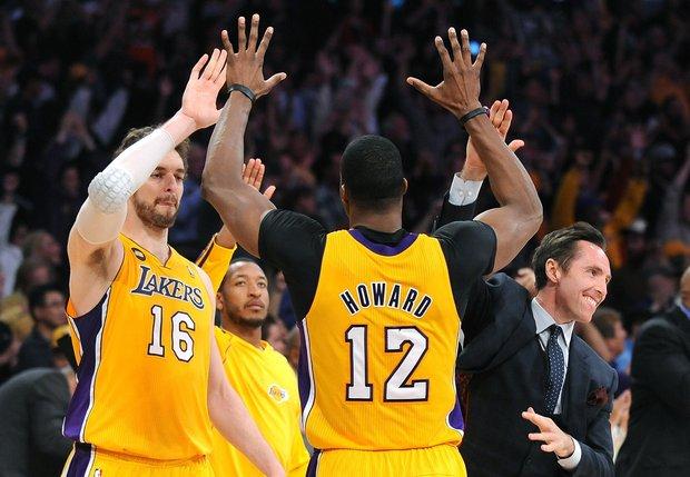 Lakers vence Rockets na prorrogação e encara Spurs