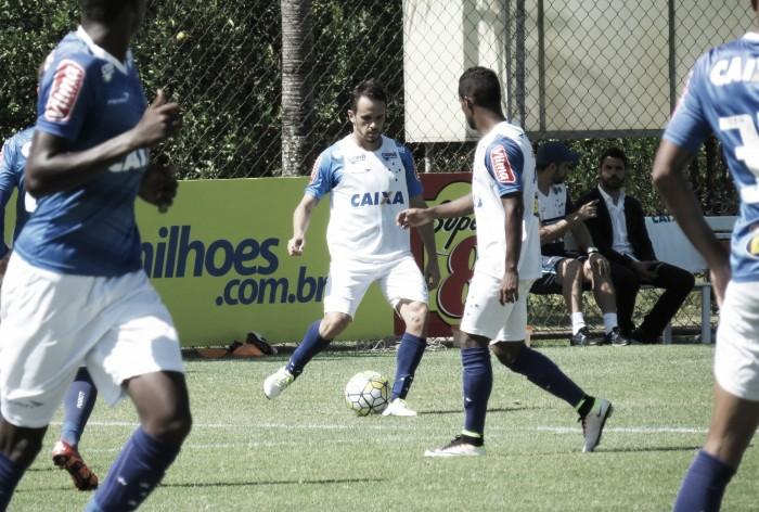 Cruzeiro treina sob olhares de Gilvan Tavares e conta com retorno de Ariel Cabral