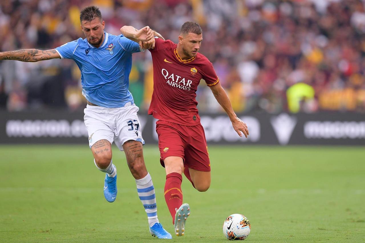 Serie A - La Lazio sbatte quattro volte sul legno ma riprende la Roma: il Derby finisce 1-1
