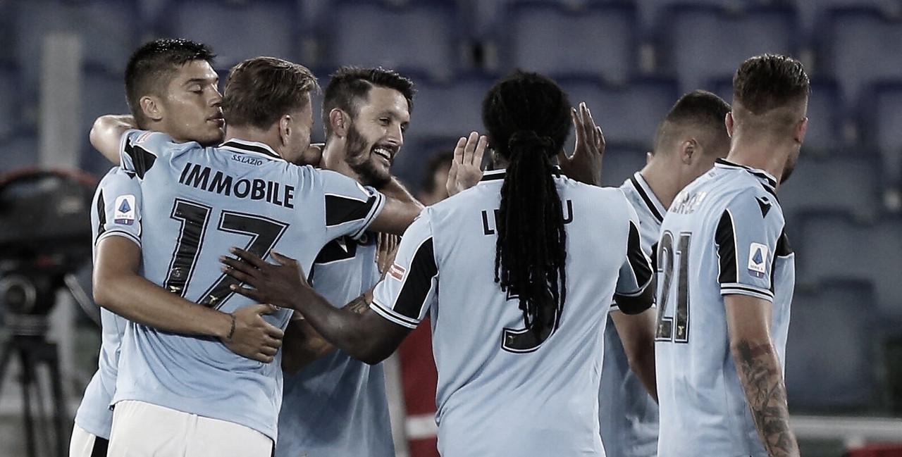 Lazio vence Fiorentina de virada com pênalti polêmico e diminui distância para Juventus