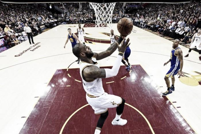 Nba: Warriors vanno sul 3-0, Cleveland spalle al muro
