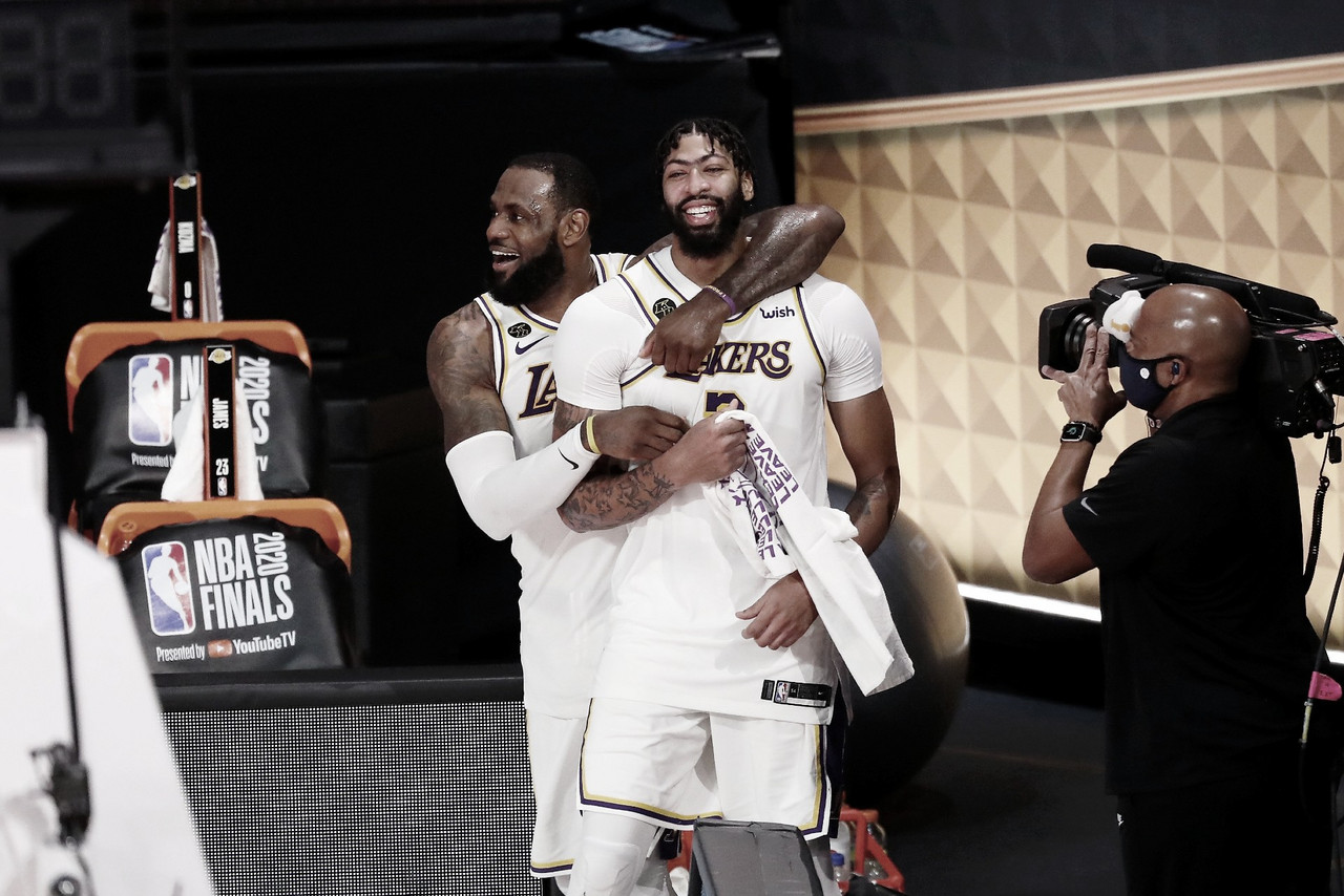 LeBron James e Anthony Davis relembraram Kobe Bryant após título do Lakers (NBA/Divulgação)