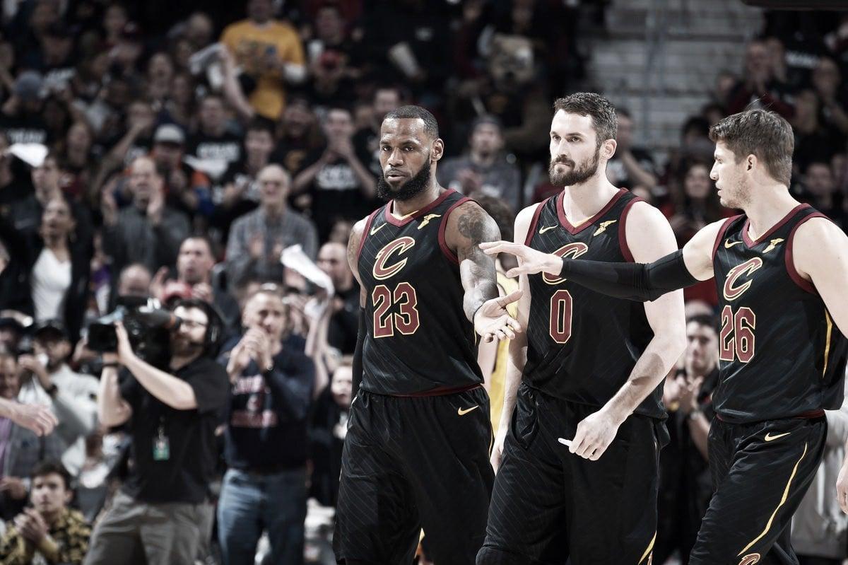 NBA playoffs, LeBron James indica la strada