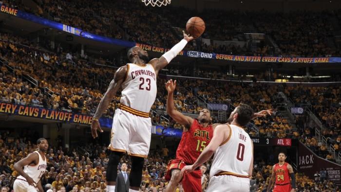 NBA - LeBron James trascina Cleveland: Atlanta KO nel primo atto della serie (104-93)