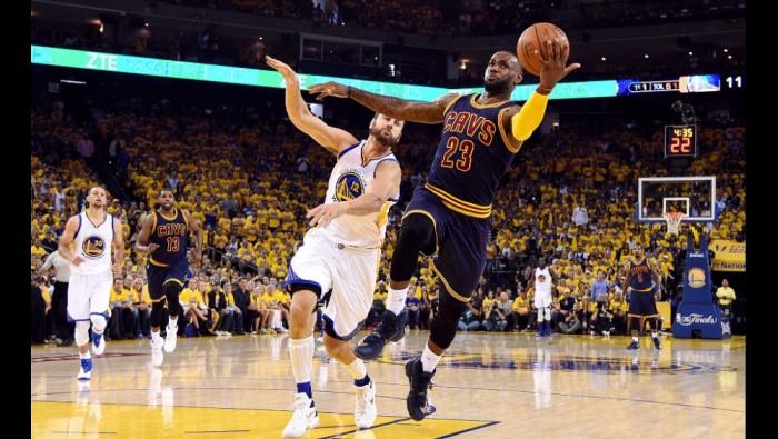 NBA Finals - Cleveland a tappeto, la frustrazione di LeBron James