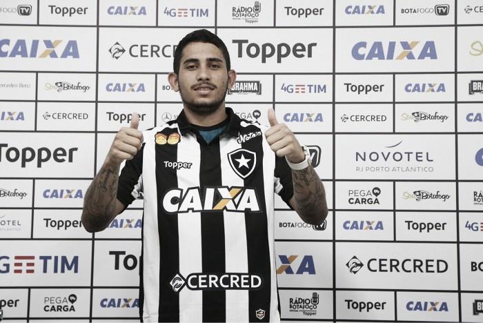 """Leandro Carvalho mostra motivação em chegada ao Botafogo: """"Não faltará entrega"""""""