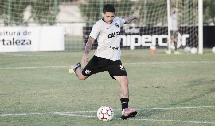 Primeiro reforço: atacante Leandro Carvalho é anunciado pelo Botafogo