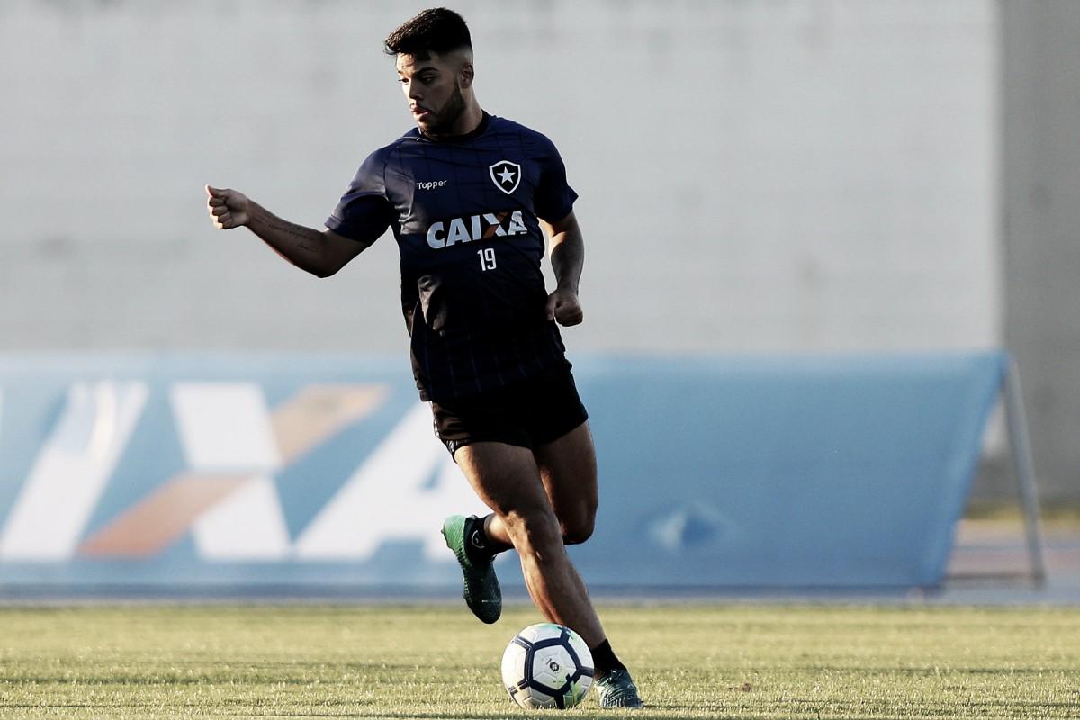 Sem jogar desde 2017, Botafogo renova contrato do meia Leandrinho até 2020