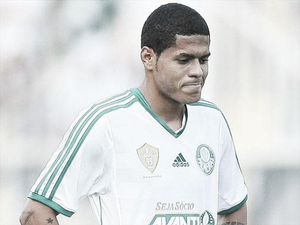 Leandro tem corte na perna e desfalca Palmeiras