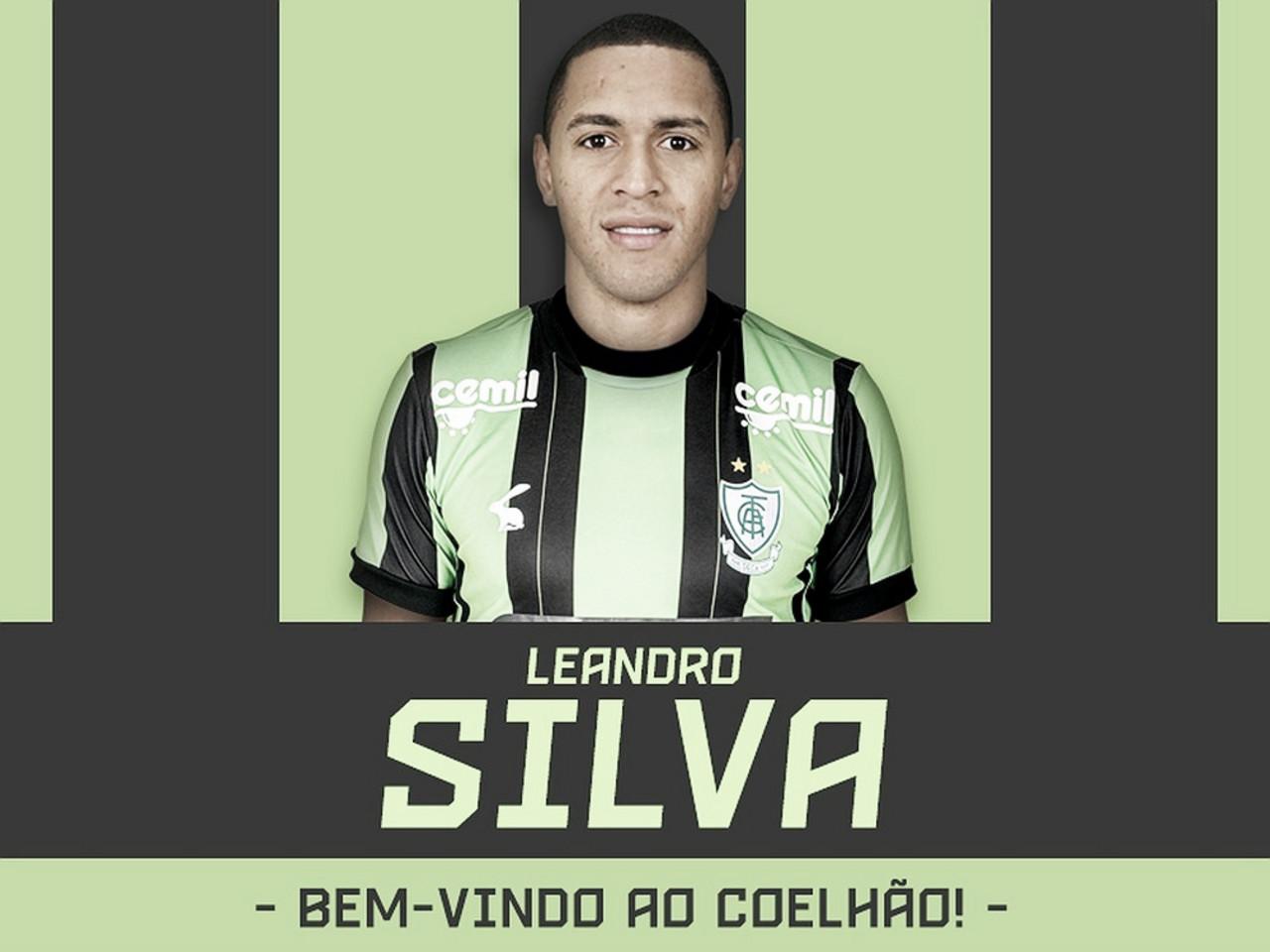América-MG oficializa à volta do lateral Leandro Silva